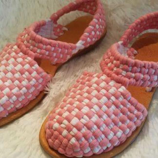 Zapatos tejidos tipicos mexicanos.