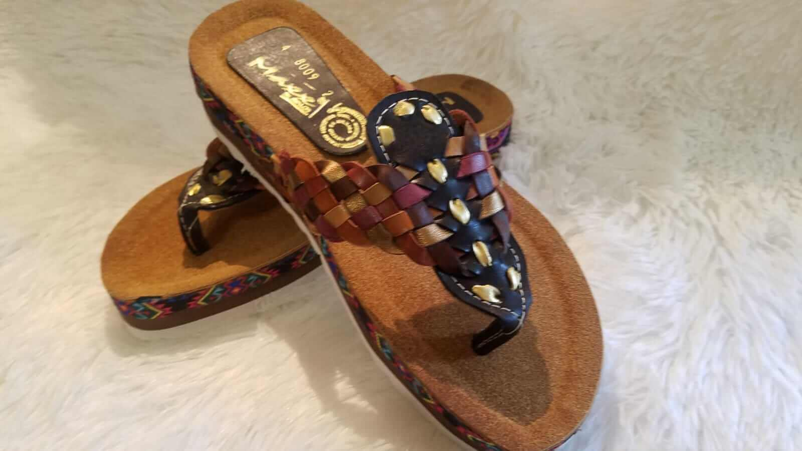 Huaraches mexicanos para mujer. Made by hand for women.