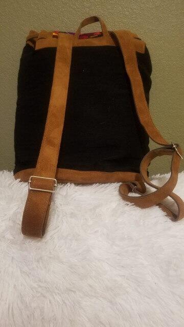 mochila bordada negra