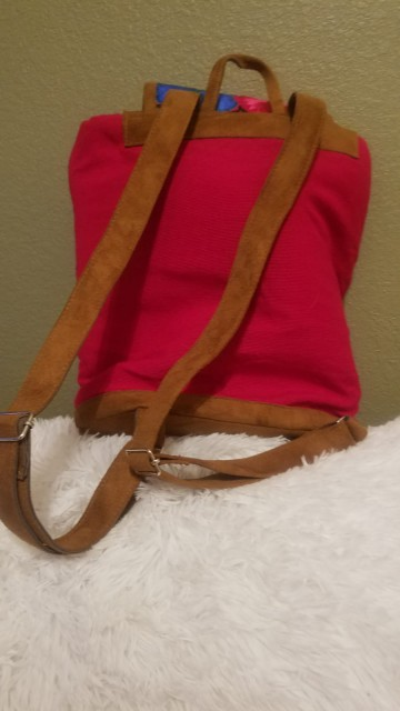mochila bordada roja